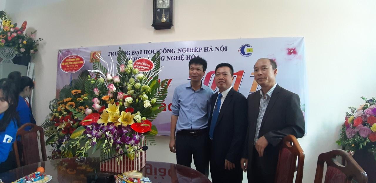 Tưng bừng cuộc thi cắm hoa nhân ngày Nhà giáo Việt Nam