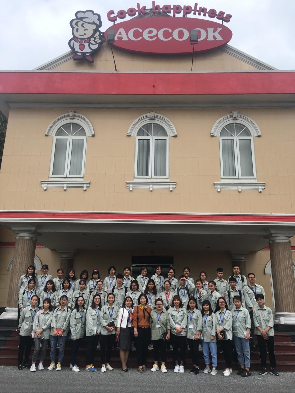 Sinh viên Đại học Thực phẩm K13 Khoa Công nghệ Hóa kiến tập tại Công ty cổ phần Acecook Việt Nam
