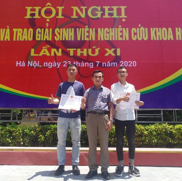 Sinh viên Khoa Công nghệ Hóa rạng ngời trong lễ trao giải sinh viên nghiên cứu khoa học lần thứ XI