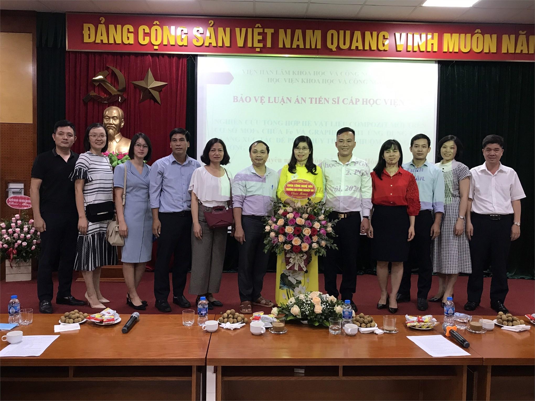 Lễ bảo vệ luận án tiến sĩ của giảng viên - NCS Vũ Thị Hòa