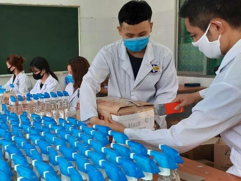 Khoa Công nghệ Hóa - Đại học Công nghiệp Hà Nội tiếp tục sản xuất nước rửa tay khô vì sức khỏe cộng đồng